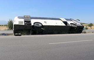 Denizli'de, tur otobüsü devrildi