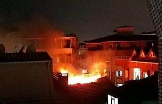 Avcılar'da çatı katı yandı