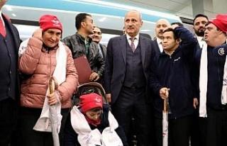 Bakan Turhan, 20 özel gereksinimli kişiyi YHT ile...