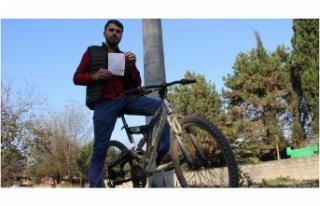 Bisiklet sürerken ellerini bıraktı, 235 TL ceza...
