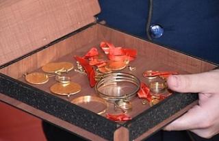 Bursa'da otel kasasında altınlarını unutan adam...