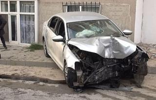 Dayısının otomobilini kaçırıp kaza yaptılar
