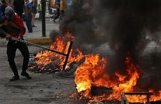 Göstericiler 3 milletvekilinin evini ateşe verdi