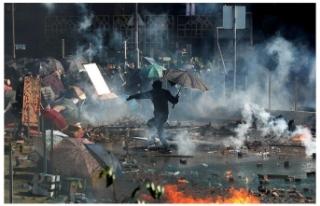 Hong Kong'da tansiyon düşmüyor: Ortalık yine...