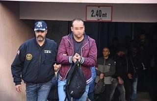 İzmir'de, 63 FETÖ şüphelisi daha adliyede