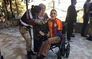 Serhat'a jandarmadan akülü tekerlekli sandalye