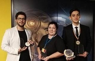 Türk öğrencilerden robotik yarışmasında uluslararası...