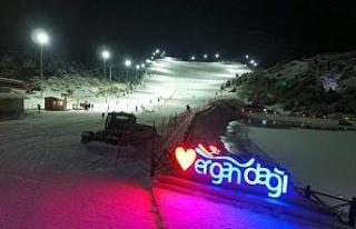 Ergan'da gece kayağı yoğun ilgi görüyor