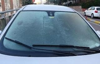 İstanbul'da sürücülerin buzla mücadelesi
