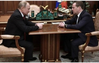 Rusya Başbakanı Medvedev hükümetin istifasını...