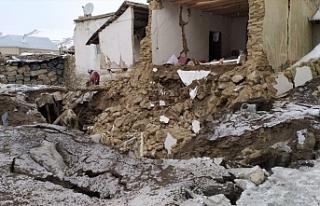 İran'da depreminde 75 kişi...