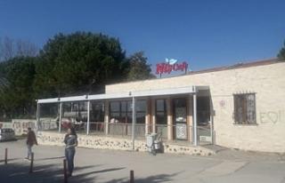 Bursa'da özel kafe kapanmamak için direnişini...