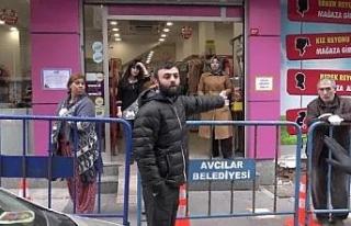 Avcılar'daki PTT önüne bariyerli önlem alındı,...