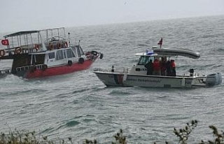 Van Gölü'nde batan tekneyi arama çalışmalarına...