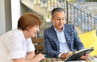 Vali Yerlikaya, ilkokul öğretmeni Hayriye Bağcı'yı...