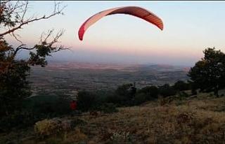 Yamaç paraşütünün yeni gözde mekanı Karaçam...