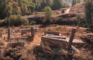 800 yıllık tarihi mezarlar gün yüzüne çıkarılmayı...