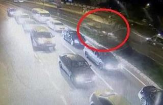 Ağacı devirip karşı şeride geçen aracın sürücüsü...