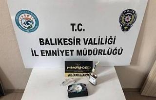 Balıkesir'de polis 8 uyuşturucu şüphelisini...