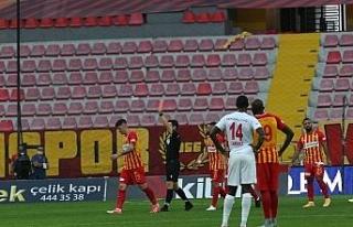 Kayserispor'da ilk kırmızı kart