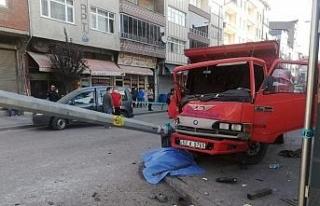 Kaza yapan araç kaldırımdaki yayaya çarptı: 1...