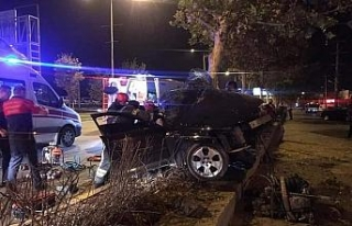 Kontrolden çıkan otomobil ağaca çarparak durabildi:...