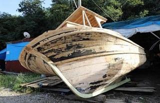 Ordu'da geleneksel ahşap tekne yapımı zamana...