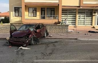 Otomobilin çarptığı baba oğul hayatını kaybetti,...
