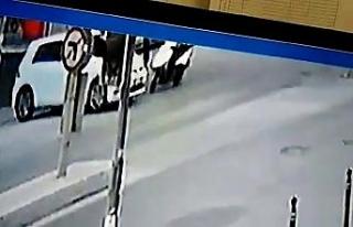 (Özel) Otomobille çarpışan motosiklet sürücüsü...