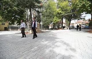 Pamukkale Belediyesinin parke taşı döşeme çalışmaları...