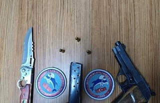 Polis, yol uygulamasında 3 adet ruhsatsız tabanca...