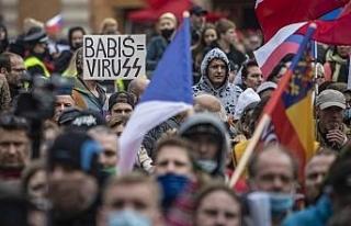 Prag'da holiganlar polisle çatıştı: 20 yaralı,...