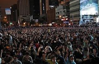 Tayland'da protestocular Bangkok sokaklarını ele...