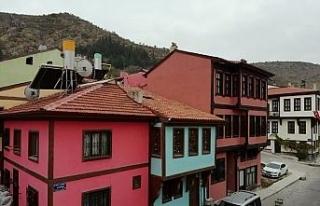 Afyon'un konuşan tarihi sokakları misafirlerini...
