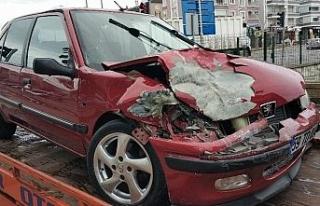 Alkollü sürücü polis aracına çarptı: 1 polis...