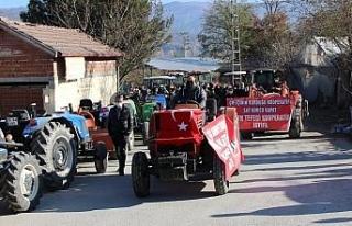 Amasya'da çiftçiler traktörlerin haczedilmesine...
