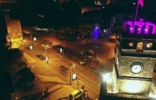 Antalya'daki sessizlik tarihi saat kulesi eşliğinde...