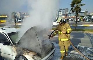 Balıkesir'de seyir halindeki araç yandı