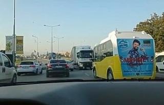 Bursa'da tersten giren tır trafiği birbirine kattı