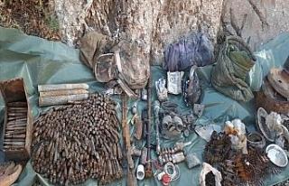 Çukurca'da terör örgütü PKK'ya ait silah,...