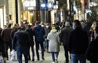 Kısıtlama öncesi Taksim ve İstiklal Caddesi'nde...