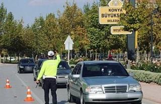 Konya'da bin 29 sürücüye cep telefonu ile konuşmaktan...