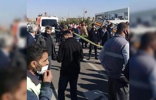 Mardin'de tır otobüs durağına daldı: 1 ölü,...