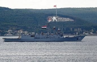 Mısır savaş gemileri Çanakkale Boğazı'ndan...