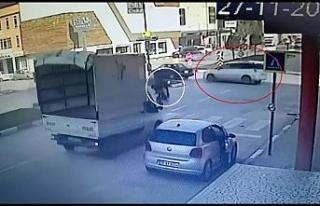 Motosiklet ile otomobil böyle çarpıştı: 1 yaralı