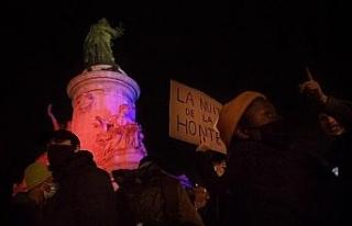 Paris'te sığınmacılara destek protestosu
