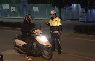 Polis ekiplerinden 'Sokağa çıkma yasağı'...