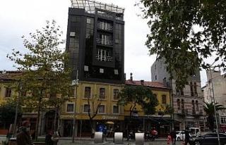Trabzon'da sıra dışı bina görüntüsüyle dikkat...