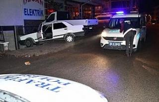 Araçla polisten kaçan maskesiz gençler alkollü...