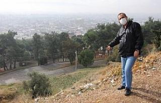 Aytepe'deki çöplere isyan ederek, vatandaşları...